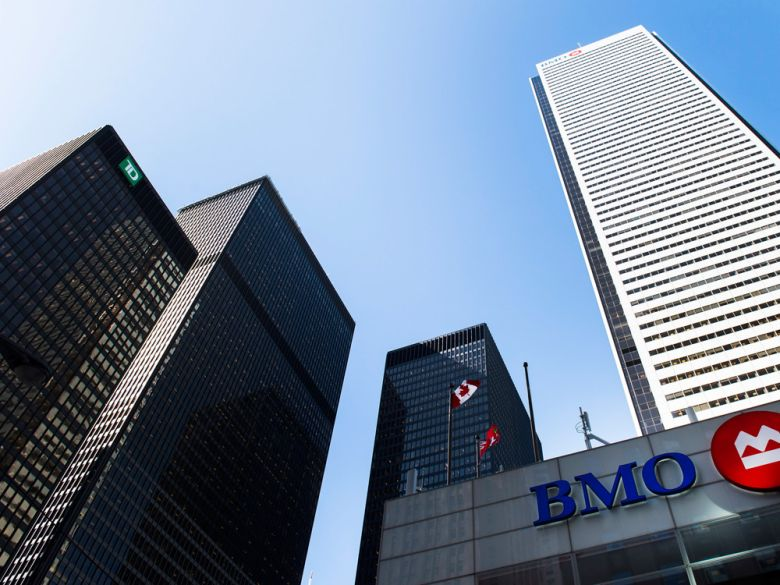 Banks warned off buybacks, dividend hikes as capital buffer loosened for crisis